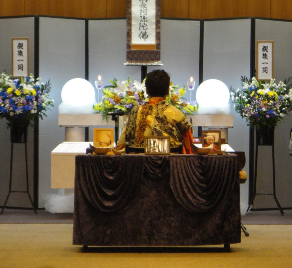 鶴見斎場でおこなう家族10名での生活保護葬儀